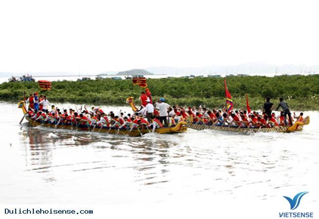 Lễ hội đua thuyền tại Quan Lạn